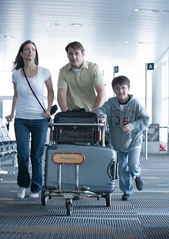 FORHÅNDSINNSJEKK: Med enkelte flyselskaper kan du forhåndsinnsjekke bagasjen din når du bestiller reisen din. For andre flyselskaper må du betale avgiften for innsjekket bagasje direkte til flyselskapet ved innsjekkingen på flyplassen eller på flyselskapets egen hjemmeside. Men flere flyselskaper tilbyr også en kolli gratis.