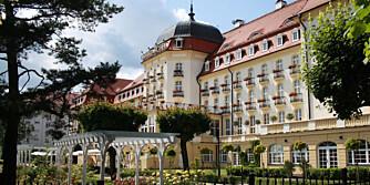 POLENS ST. TROPEZ: Glamorøse Grand Hotel på stranden i badebyen Sopot i Polen vil få enhver besøkende til å føle seg kongelig.