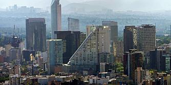 MODERNE STORBY: Mexico city er med sine 20 millioner innbyggere en av verdens aller største byer.