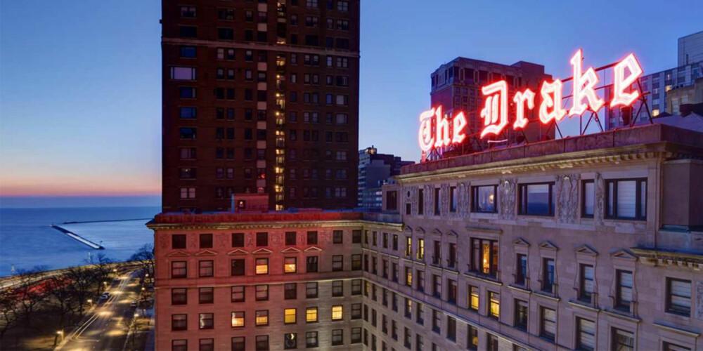 DRAKE HOTEL: Dette hotellet har hatt mange celebre gjester, blant annet Marilyn Monroe, som har skåret initialene inn i bardisken.