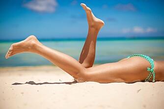 HÅRFRI: Snart skal vi kaste klærne for sol og sommer igjen. Slik blir du glatt og hårfri. FOTO: Colourbox