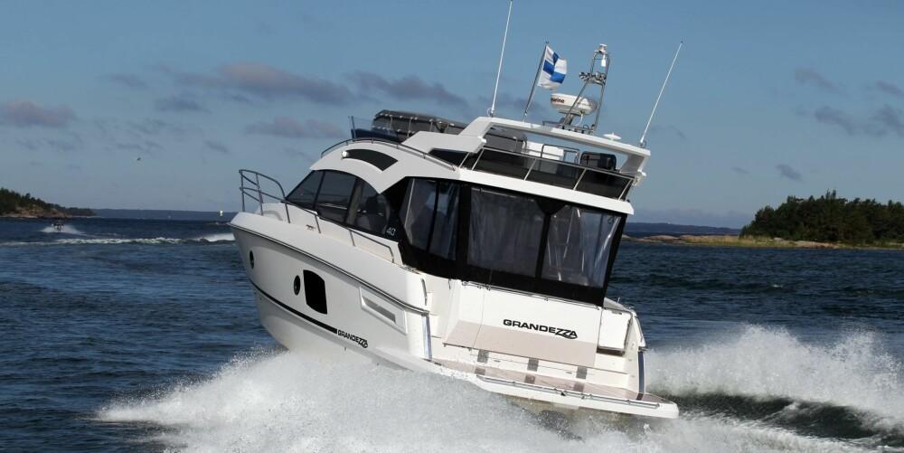 GODT GJORT: Grandezza 40 Fly har de fleste ingrediensene for en vellykket båt, med alt fra en solid badeplattform til en velgjort flybridge. FOTO: Produsent