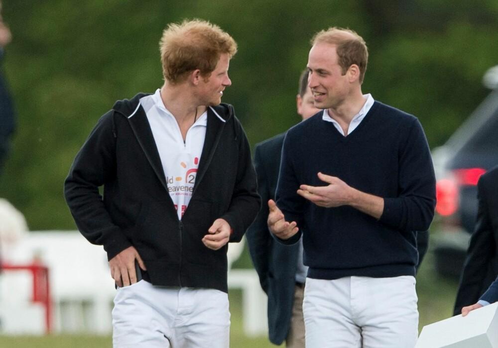 KONGELIG MÅNE: Tidlig hårtap ser ut til å være en genetisk del av kongefamilien, men vi regelrett klør i fingrene etter å barbere, eller i det minste kortklippe håret til både Prins William og Prins Harry!