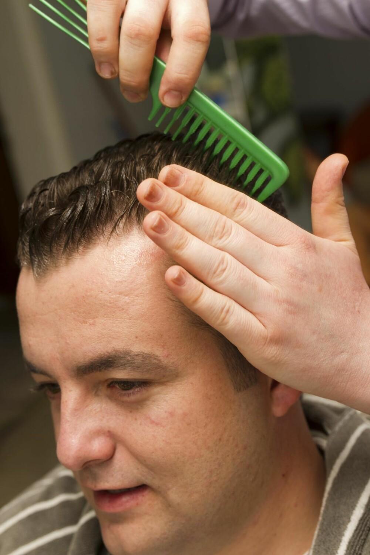 VÅTT HÅR: Husk at en hårgelé vil gjør håret enda tynnere, og hodeskallen mer fremtredende.