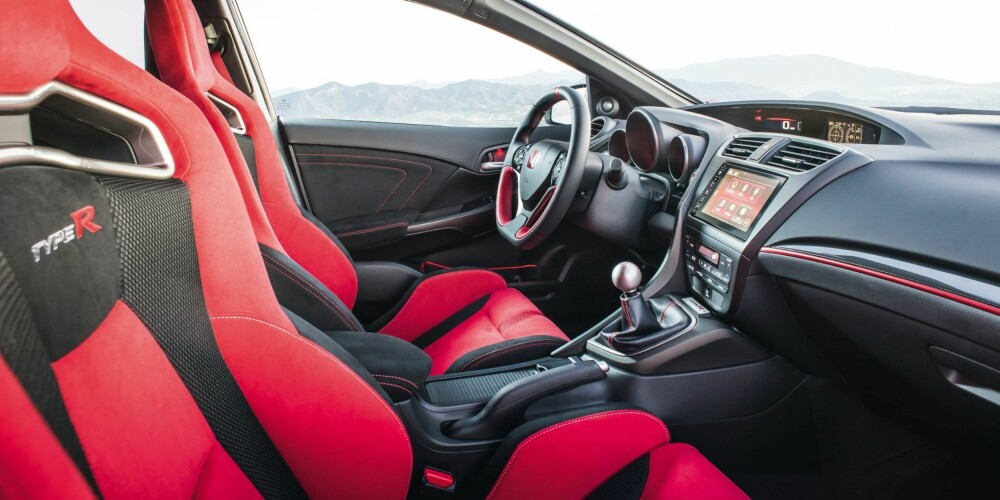 BØTTER: Honda Civic Type R har selvsagt sportsseter med kraftige sidevanger. FOTO: Produsent