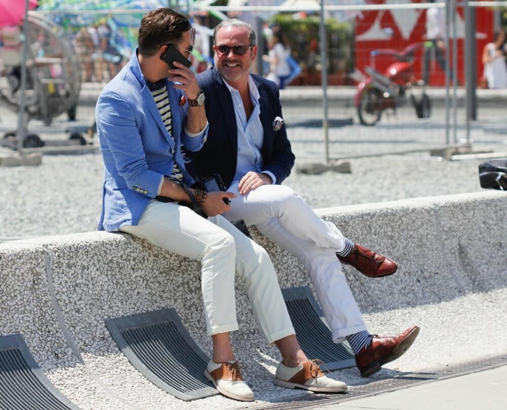 HVITE JEANS: - Vi har sett mye street style-bilder av hvite skinny jeans i løpet av våren, og det var tydelig under motemessen for menn i Firenze, Pitti Uomo, at dette er sommerens store trend for gutta, sier Pål Tallerud, butikkleder hos Brandstad på CC Gjøvik.