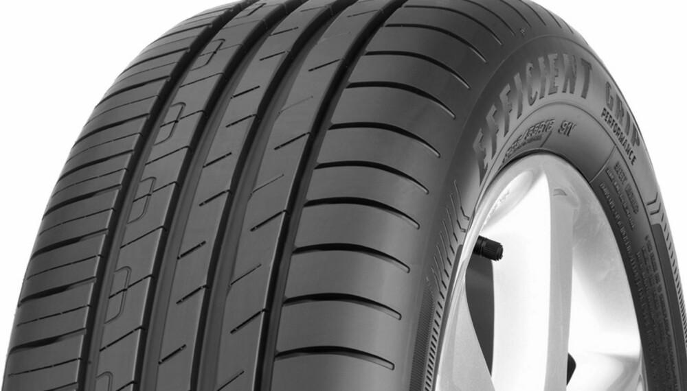 SOMMERDEKK: Ifølge en test som den tyske bileierorganisasjonen ADAC har gjennomført er Goodyear Efficient Grip Performance det beste sommerdekket. FOTO: Produsent
