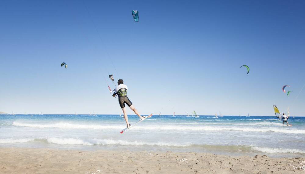 Jeg lurer på om det er trygt å kite på vannet mens jeg er gravid? Foto: Colourbox.no