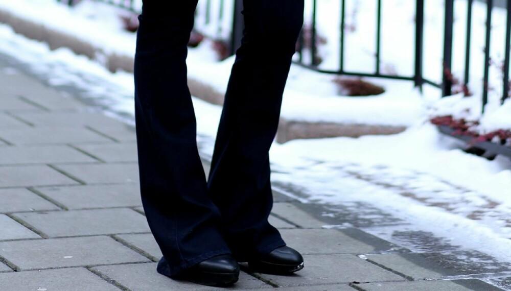 VÅRENS IT-BUKSER: Glem skinny jeans. Nå er det den elegante 70-tallsslengen som preger motebildet.