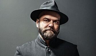 SKJEGGETE: Stylist og kunstner John André Hanøy er blant gutta i gata som er kjent for sitt fyldige skjegg.  FOTO: Lars Evanger