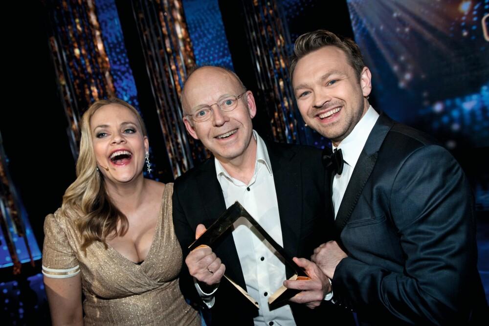TO GANGER: Henriette og John har ledet «Gullruten» to ganger. Her med vinneren av hedersprisen i 2013, Trond-Viggo Torgersen.
