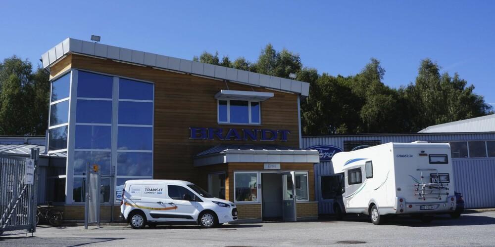 """""""HALVT NORSK"""": Brandt Bil er godt vant til norske kunder, både med bil og bobil."""