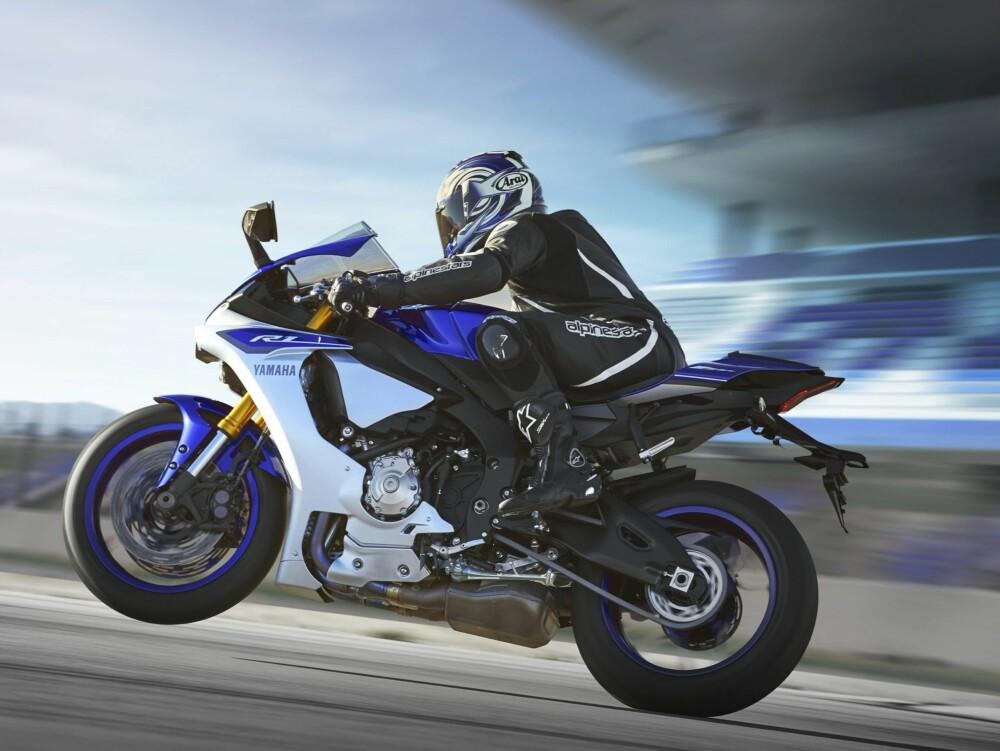 YAMAHA YZF-R1: Både teknisk og visuelt står fabrikkraceren som forbilde for Yamahas nye R1. FOTO: Produsent