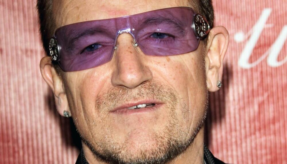 ÅPENHJERTIG: Det er i boken «Sons+Fathers» at Bono skriver åpent og ærlig om forholdet til sin avdøde far.