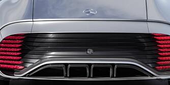 AERODYNAMISK: Hekken på konseptbilen er veldig mye lengre enn det vi er vant til å se. Dette designet reduserer luftmotstanden. Foto: Mercedes