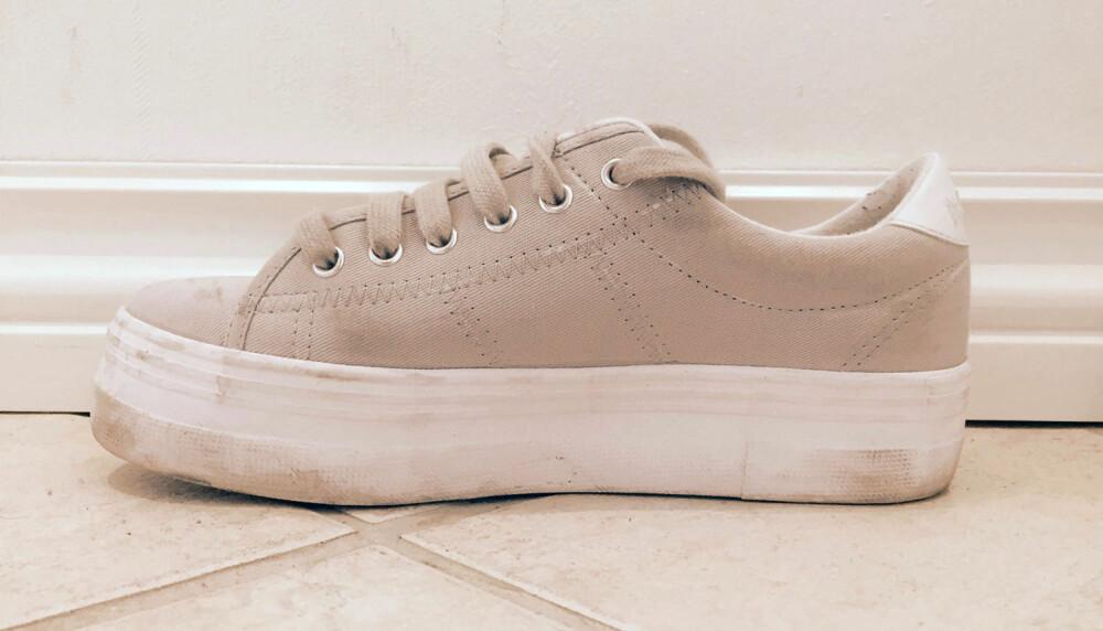 FØR RENS: Her ser du skoen før vi startet rengjøringen.