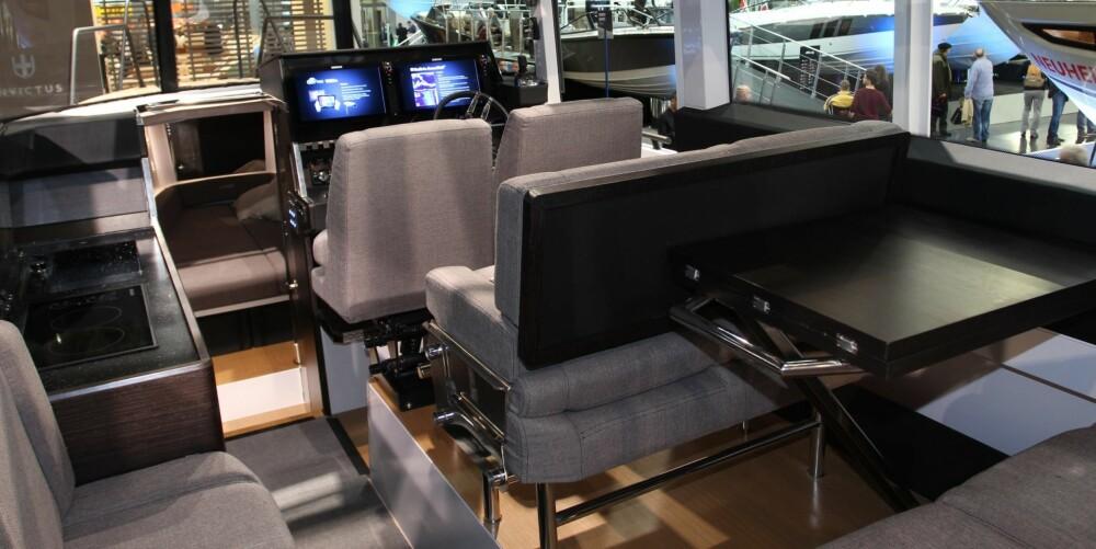 I FARTSRETNINGEN: Når det går unna, er det en fordel å sitte rettvendt. I XO 360 kan seks personer gjøre nettopp dette.