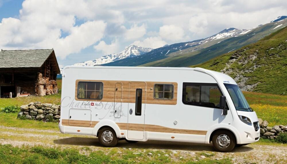 HYTTE-AKTIG: Folie som ligner tre og vinduer med sprosser gir Chalet-Mobil et distinkt utseende. FOTO: Eura Mobil