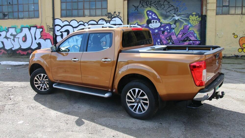 SPIRALFJÆRER: Nissan Navara kommer med et helt nytt 5-link hjuloppheng med spiralfjærer bak, riktignok kun for Double Cab-modellen (bildet) FOTO: Martin Jansen