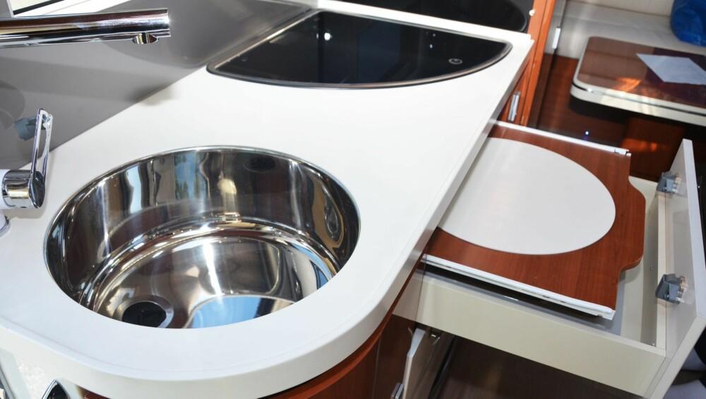 BRØDFJØL: Skjærefjøla har sin egen plass i en av skuffene på kjøkkenet.