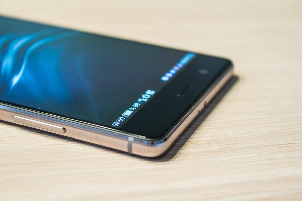 KVALITET: Huawei P9 Plus ser og kjennes ut som en toppmobil, noe også prislappen forteller oss.