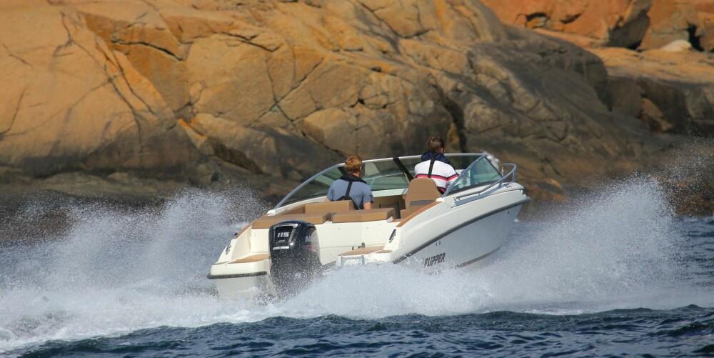 GÅR MYKT: I stedet for smell og skrangling, går båten inn i sjøene med myke, dempede «boff» som ytterligere øker følelsen av komfort og soliditet om bord.