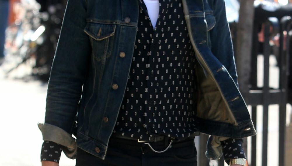 """Går du med en mønstrete skjorte, kan det være greit å la den """"skinne"""" alene. - Ikke bruk plagg, for eksempel slips, med mye mønster til en mønstrete skjorte. Det kan fort bli overkill, sier Lasse Ellingsen, mannen bak nettsiden og herremotebloggen norskegentlemen.com."""