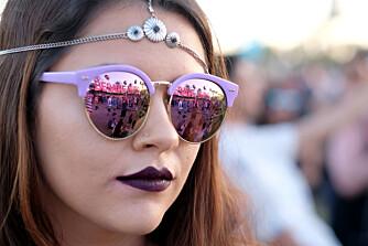 HODESMYKKE OG STILIGE SOLBRILLER: Lilla solbriller, lilla lepper = ekte festivalstil! ILLUSTRASJONSFOTO: Getty Images