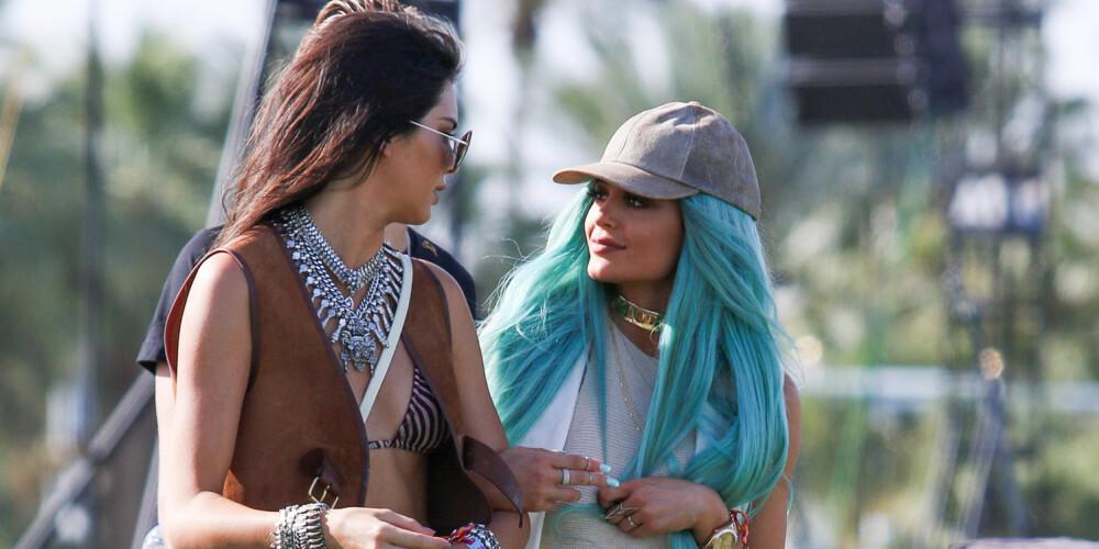 KENDALL OG KYLIE: Her er søstrene på Coachella, Kylie Jenner med den kjente, turkise parykken, Kendall Jenner med et kraftig sølvkjede. ILLUSTRASJONSFOTO: Getty Images
