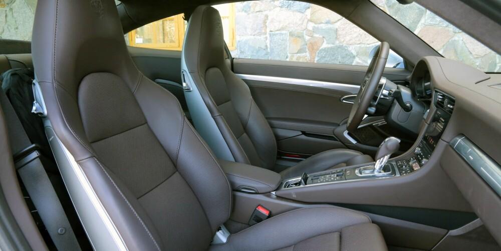 EN FESTNING: På typiske Porsche-vis gir 911 den skuddsikre følelsen. Materialkvalitet og byggekvalitet er i absolutt toppklasse.