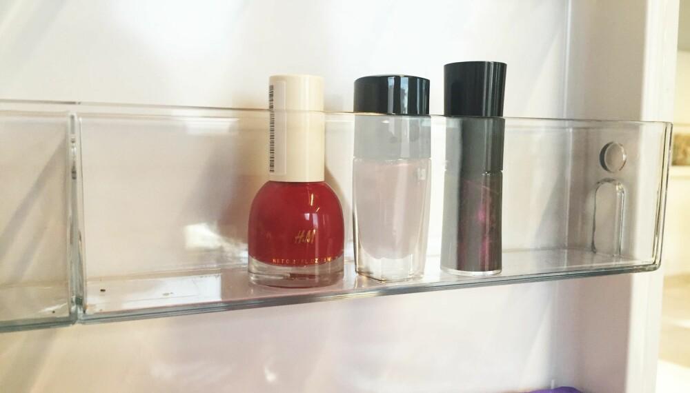 IKKE SETT LAKKER HER: Ekspertene mener det er både unødvendig og kan være skadelig å oppbevare neglelakk i kjøleskapet.