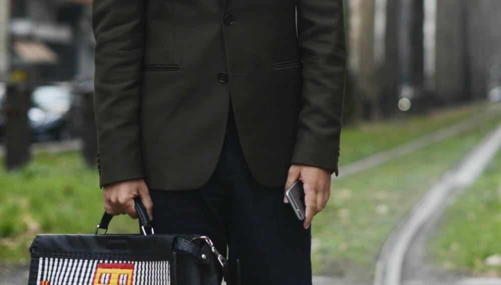 BLAZER OG SLIPS: Ønsker du å se pent kledd ut, kan du kombinere blazeren med en skjorte og slips - og gjerne et par ullbukser.