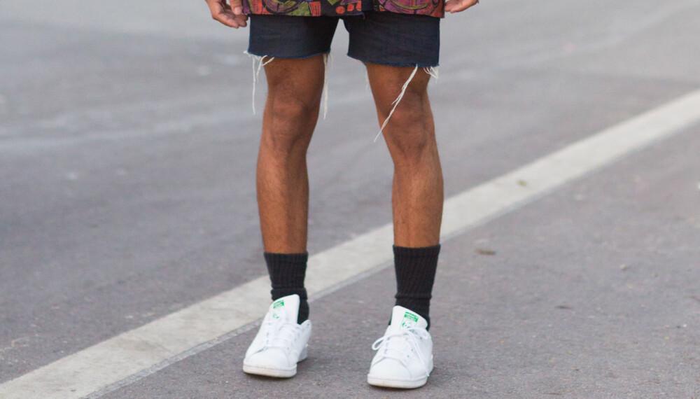 BEST Å DROPPE: Stylist og personlig shopper Elin Månsson mener synlige sokker til korte klesplagg generelt er veldig uheldig. - Det kan være trendy, men personlig er jeg ikke en fan, sier hun.