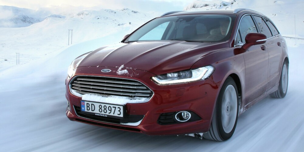 LIKT: Ford Mondeo med tolitersdiesel fikk samme testforbruk for forhjuls- og firehjulsdrevet versjon. FOTO: Petter Handeland