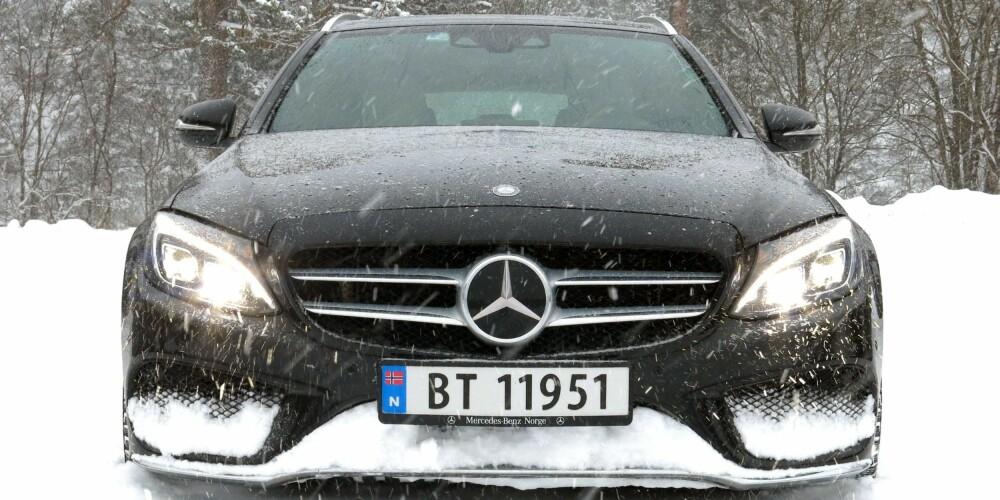 RADAR: Når det snør eller føyker, kan radaren til den adaptive cruisekontrollen få problemer. I eksempelvis en Mercedes C-klasse, der ACC er relativt vanlig ekstrautstyr, blir sjåføren tydelig varslet når systemet kobler ut. FOTO: Øyvind Jakobsen
