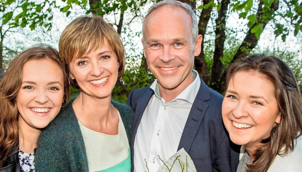 FAMILIEFEIRING: Jan Tore Sanner markerte 50-års-dagen med en middag med kona Solveig Barstad og deres døtre Maria og Sigrid.