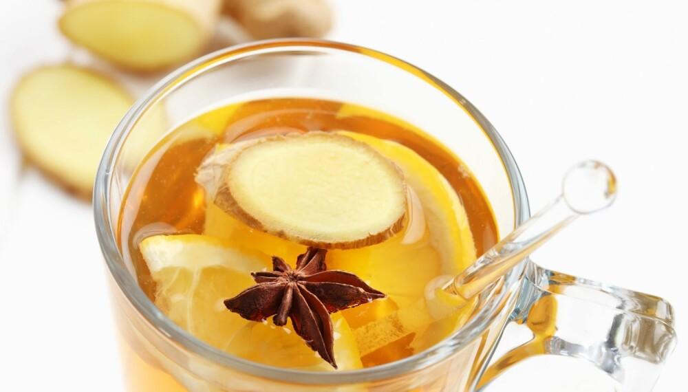 Ingefær te i maten eller i form av avkok av et par skiver frisk rot kan hjelpe mot kvalme. Foto: Colourbox.no