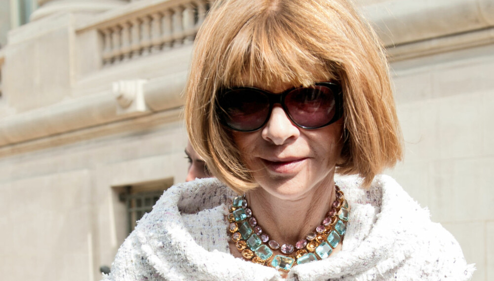 STILIKON: Vogue-redaktør Anna Wintour er kjent for bob og solbriller, og et fantastisk klesskap vi gjerne skulle dykket inn i.