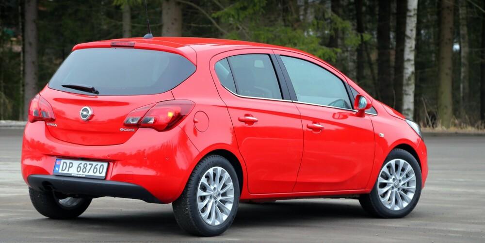 DROPS: Linjene er kvesset med vinduer som blir smalere bakover på bilen og kanter i karosserisidene, men med rød lakk er Opel Corsa først og fremst et søtt småbildrops.