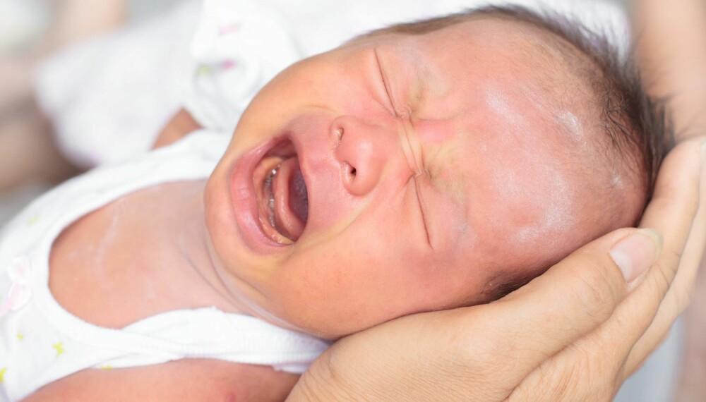 Vår nyfødte jente gråter litt når det kommer avføring. Hva kan vi gjøre? Foto: Colourbox.no