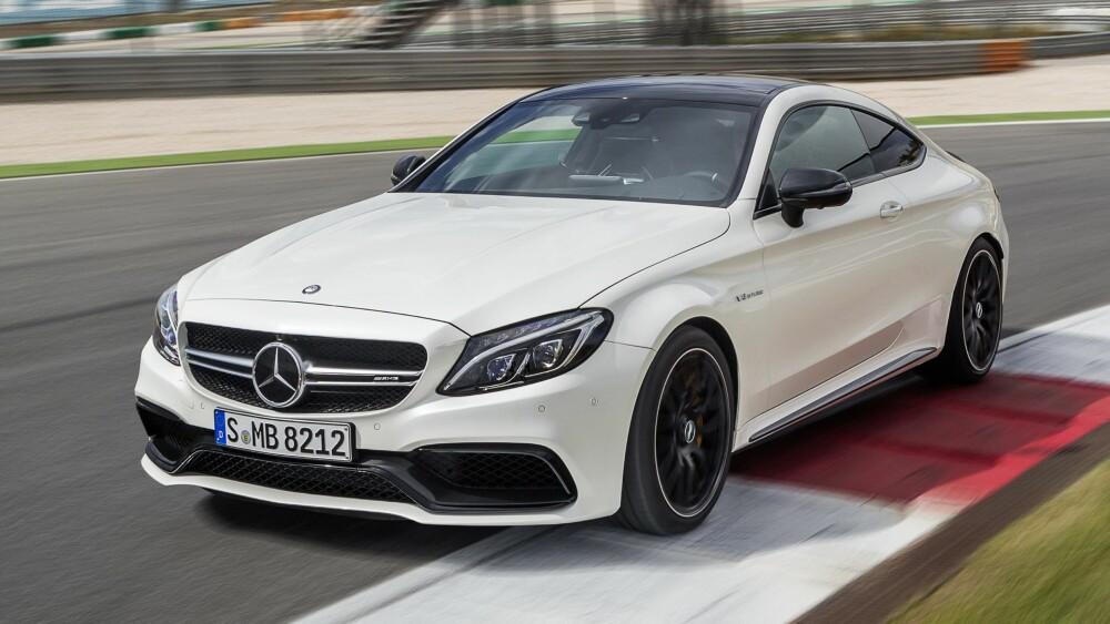 PÅ BANE: C63 S Coupé har elektronisk AMG-differensialsperre på bakakselen. FOTO: Daimler AG