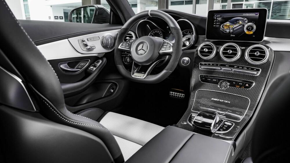 GI GASS: Rattet er fint å holde seg fast i. Det trengs. FOTO: Daimler AG