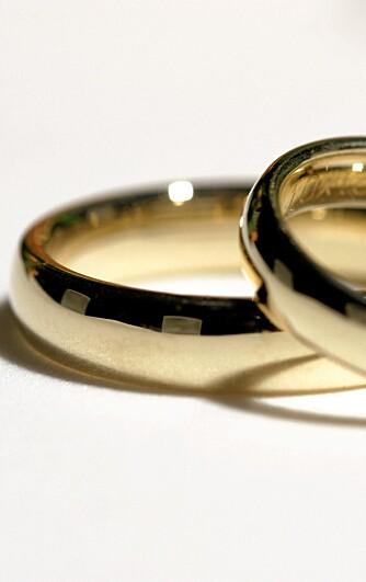 MÅ SPARE: Blir det riktige krisetider, kan forlovelsen bli langvarig og bryllupet la vente på seg.