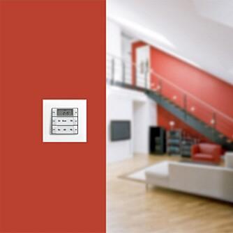 STYRER ROMMENE: Med enkle kontroller styrer du blant annet  temperaturer og belysning.