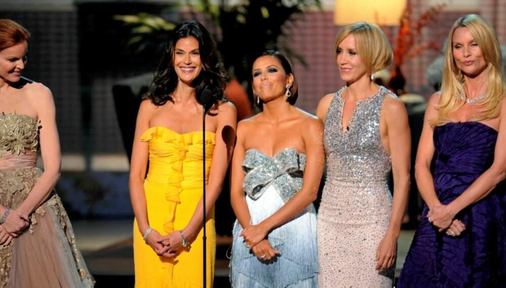 FORMFINE FRUER: Marcia Cross, Teri Hatcher, Eva Longoria Parker, Felicity Huffman, og Nicolette Sheridan overstrålte ungstjernene under Emmy-utdelingen.