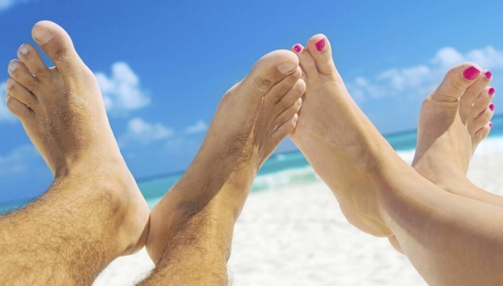 PÅ VIFT: Ta en sommerrens på føttene, så kan du vifte så mye du vi i sommer.