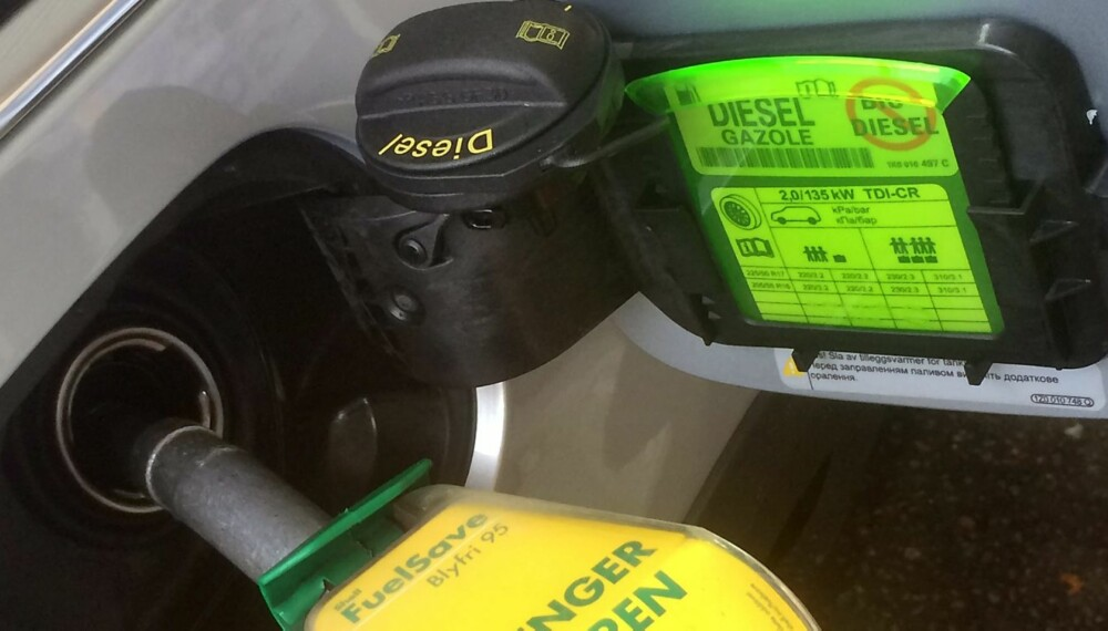 FEILTANKING: Bensin på dieseltanken kan bli svært kostbart. Men oppdager du tabben i tide, kan det hende du slipper reparasjoner for flere titall tusen kroner.