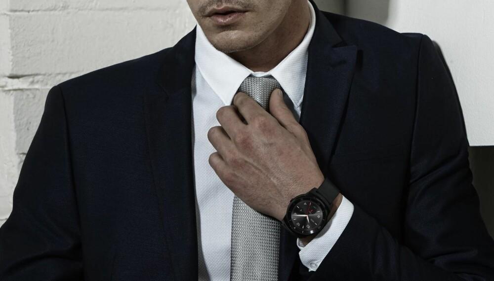 PEN: LG G Watch R tar seg godt ut med sin runde utforming.