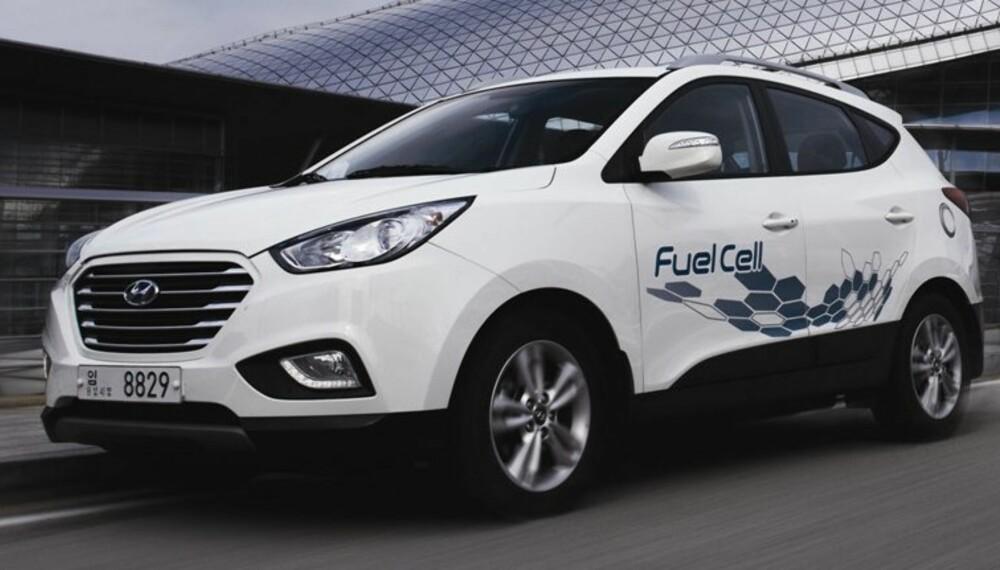 SERIEPRODUSERT: Hyundai har begynt serieproduksjon av ix35 med brenselceller drevet av hydrogen. Bilen kan kjøpes til odel og eie. FOTO: Hyundai