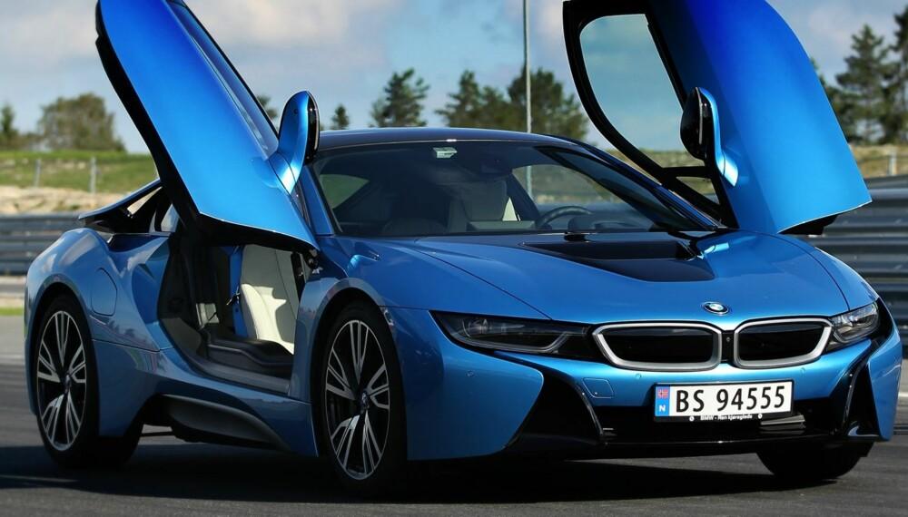 SUPERHYBRID: BMW må tilbakekalle 12 av 19 BMW i8 solgt i Norge grunnet svakheter i et sveisearbeid. FOTO: Petter Handeland